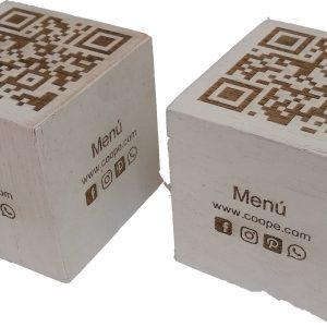 Código QR cubo madera